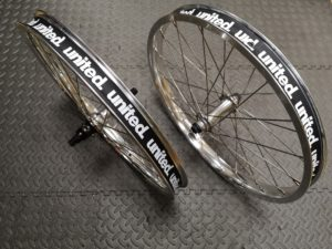 Paire de roues Custom UNITED Supreme K7 - Pact Full Silver