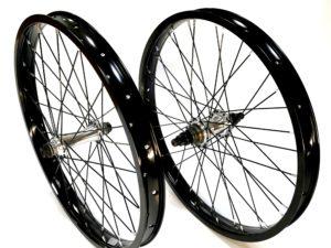Paire de roues Custom UNITED Supreme K7 - Pact Black / Silver