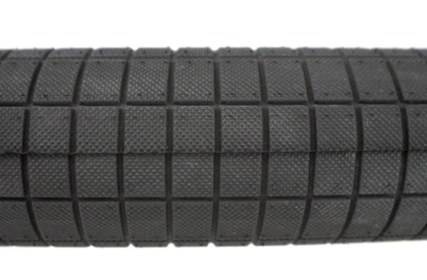 DEMOLITION HAMMERHEAD STREET TYRE 2.25 CLOSE TOP.jpg