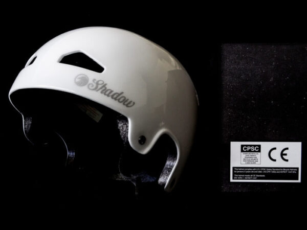 Casque SHADOW FeatherWeight In-Mold