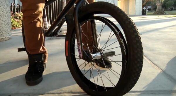 changement pneu bmx